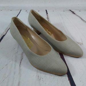 Ferragamo taupe heels size 7 b